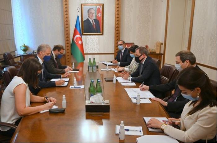 Ceyhun Bayramov Aİ rəsmisini Ermənistanın təxribatı barədə məlumatlandırdı
