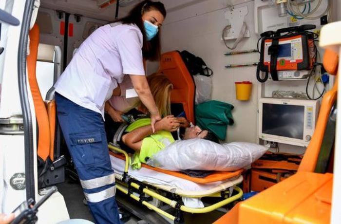 Bakıda polis əməkdaşı qəzaya düşdü: Yaralılar var - VİDEO
