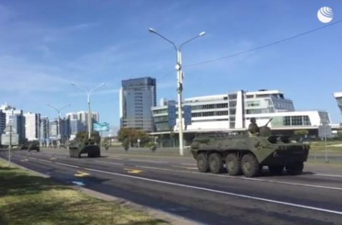 Lukaşenkonun iqamətgahının olduğu yerə zirehli texnika yeridildi – VİDEO