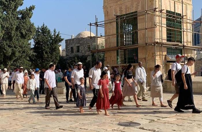 Fanatik Yahudiler Mescid-i Aksa'ya baskın düzenledi! | Video