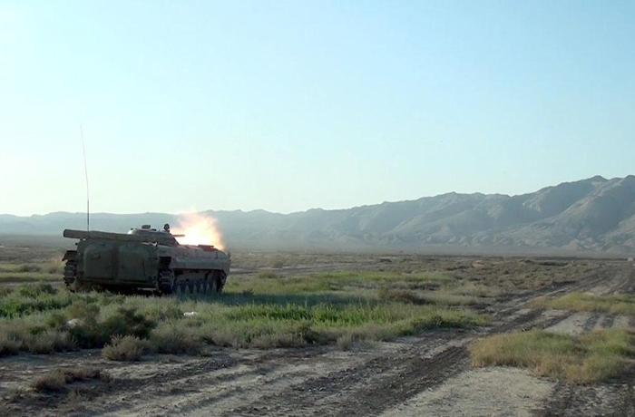 Azərbaycan Ordusunun zirehli texnikalarının təlimləri keçirilir – VİDEO