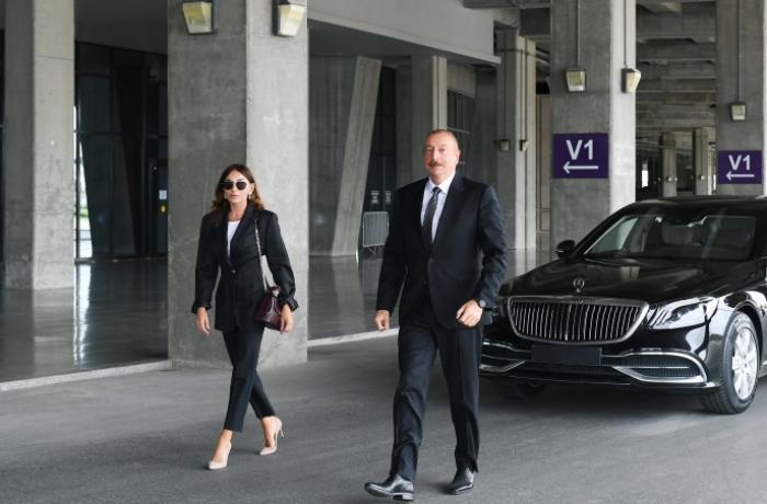 Prezident və xanımı yeni gətirilən təcili yardım avtomobilləri ilə tanış olublar – FOTO – YENİLƏNİB