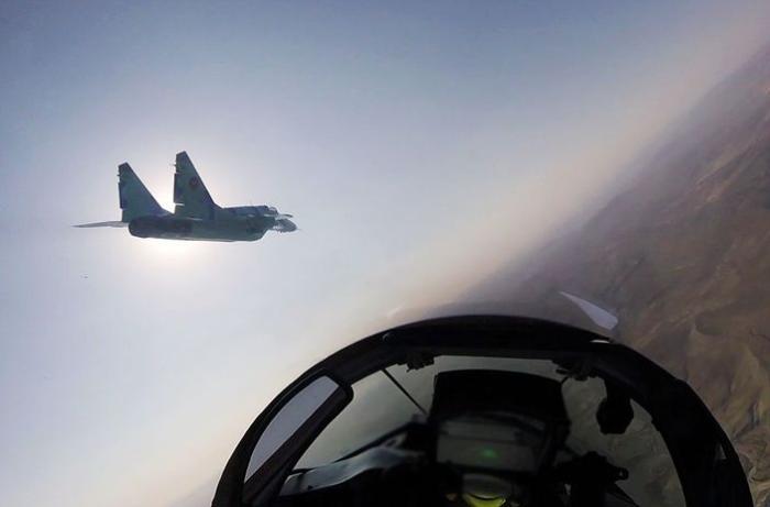 Azərbaycan HHQ təlim-döyüş uçuşları keçirir - VİDEO