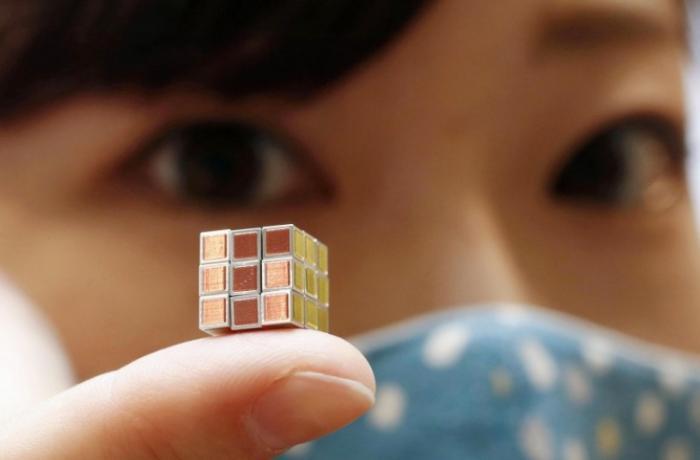 Yaponiyada dünyanın ən balaca Rubik kubu təqdim edilib