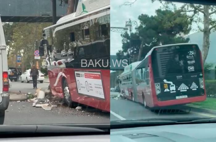 "18 metrlik ""BakuBus"" avtobusu qəzaya uğradı – VİDEO"