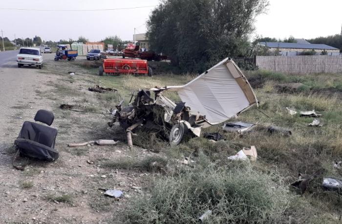 Goranboyda avtomobil toqquşmadan sonra parçalandı – FOTO