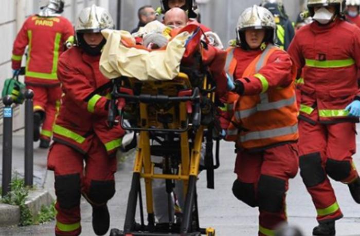 """""""Charlie Hebdo"""" jurnalının keçmiş binasının qarşısında hücum – VİDEO"""