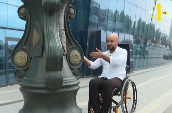 DJ Tural əlil arabasında Bakıda hərəkət etməyə çalışdı - VİDEO