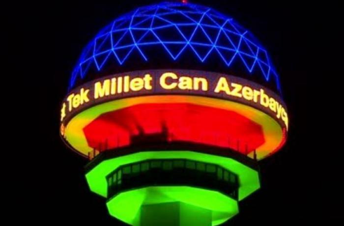 Ankaranın Atakule qülləsi yenidən Azərbaycan bayrağının rənglərinə boyanıb - FOTO