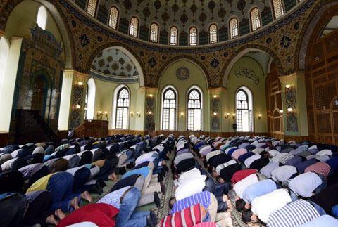 Kütləvi dini mərasimlərlə bağlı yeni qaydalar müəyyənləşir