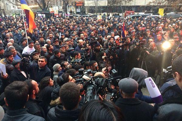Ermənistanda müxalifətçilər yolu bağladı – Etirazlar böyüyür