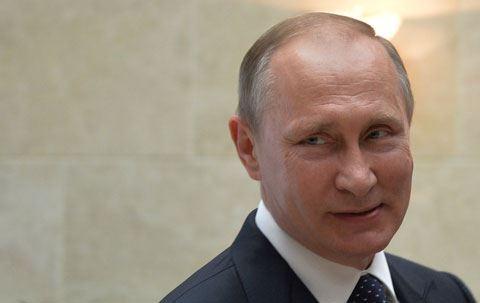 """Putin: """"Uşaq ikən anam və atam mənə qarmon çalmağı öyrətmişdilər"""""""