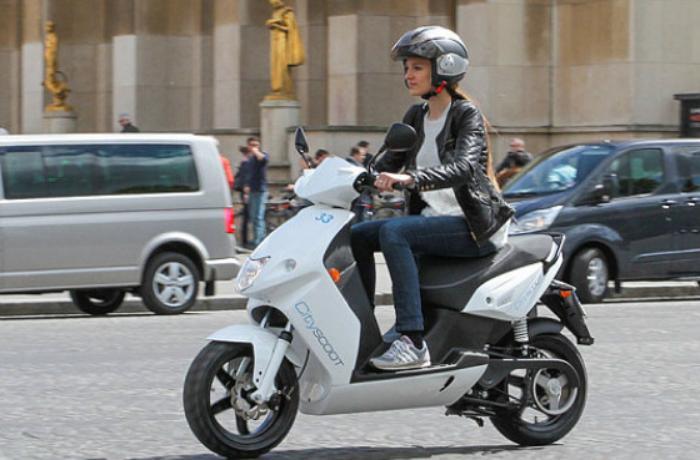 Moped sürücülərindən sürücülük vəsiqəsi tələb oluna bilər