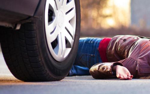 Dövlət qurumunun avtomobili gənc qızı vurdu, yaralı 6 gün sonra öldü