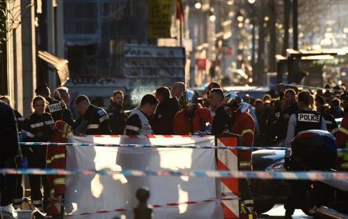 Fransada daha bir bıçaqlı hücum – Şübəhli güllələnərək öldürüldü