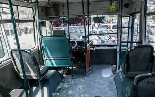 Bakıda avtobusla minik avtomobili toqquşub, yaralanan var