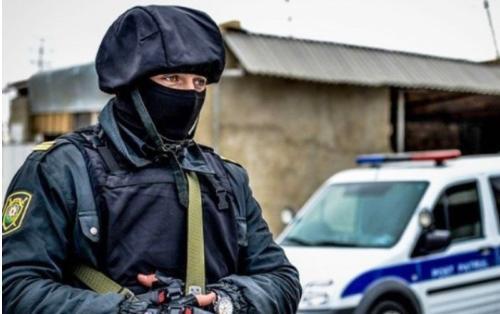 Polis əməliyyat keçirib, silah və narkotik aşkarlanıb - FOTOLAR