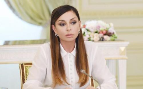 """Mehriban Əliyeva: """"Bu gün Prezident başda olmaqla Azərbaycan xalqı yeni tarix yazır"""" - MÜSAHİBƏ"""