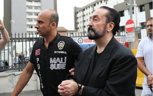 1075 il həbs cəzası verilən Adnan Oktarın həbsxanadan yeni FOTO-su - İmicini dəyişib...