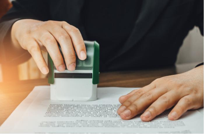 Azərbaycanda sənədlərin notarial təsdiqinə görə rüsum 3 dəfə azaldılır