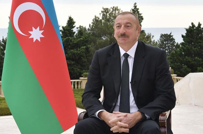 Prezident şəhid ailələri və müharibə əlilləri ilə görüşdü