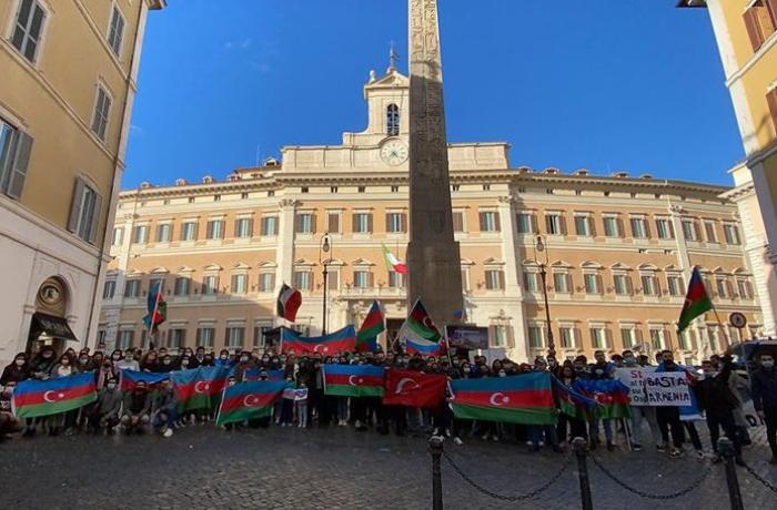 Italya'daki Azerbaycan Türkleri, Ermenistan'ın Azerbaycan'daki sivillere yönelik saldırısını protesto etti