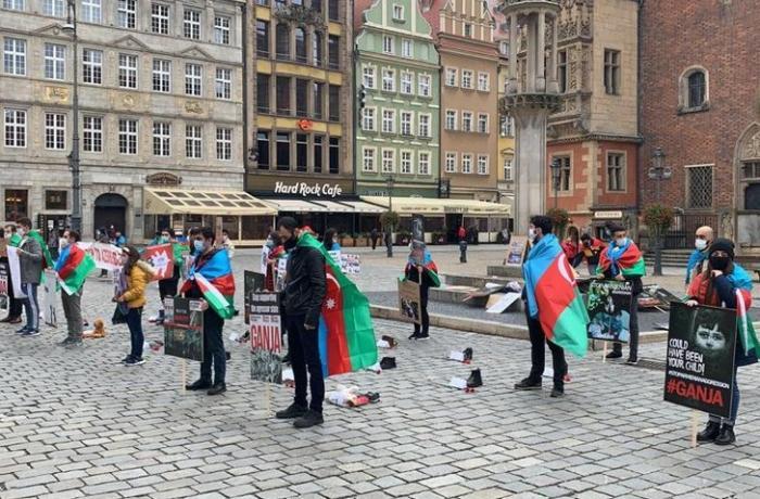 Polşa azərbaycanlıları Gəncə terroruna etiraz aksiyası keçirdi