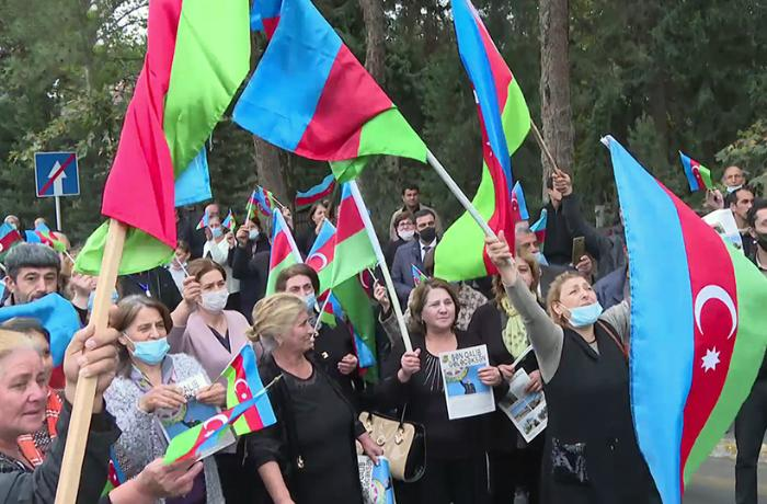 Döyüş iştirakçıları arasında təbliğat və təşviqat işləri davam edir.