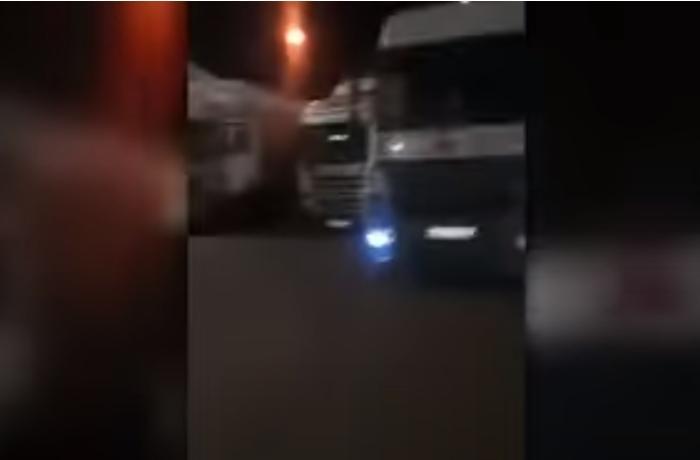 Rusiyadan Ermənistana gedən maşın karvanı hələ də Gürcüstan sərhədindədir - VİDEO