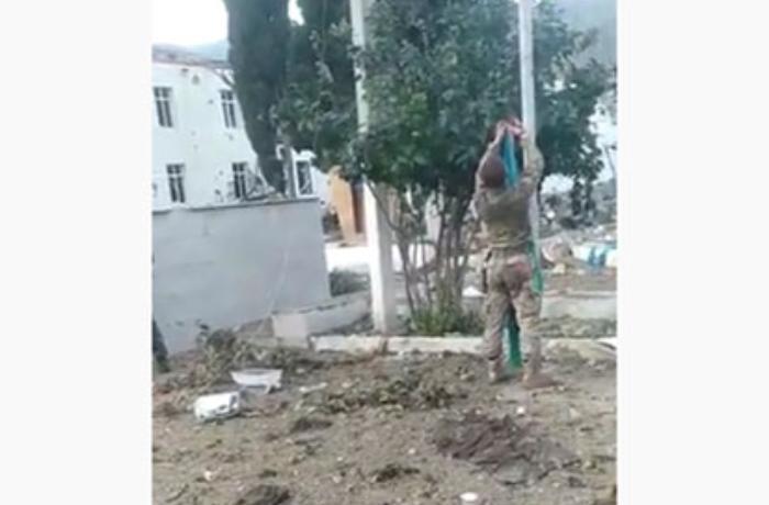 Suqovuşanda Azərbaycan bayrağını qaldıran əsgərə ev verildi - FOTOLAR