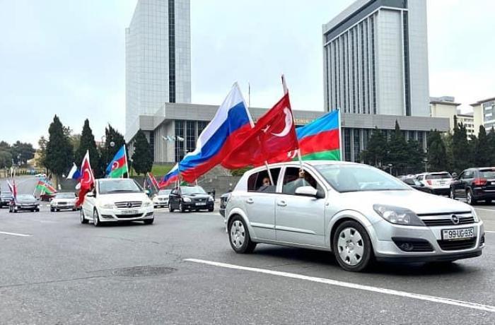 Rus icması Azərbaycan Ordusuna dəstək olaraq avtomobil yürüşü keçirib