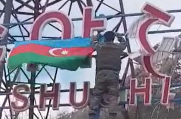 Кадры водружения азербайджанского флага над Шушой - ВИДЕО