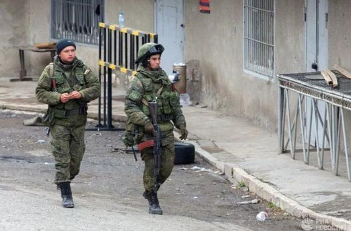 Rusiya sülhməramlısı Qarabağda minaya düşdü