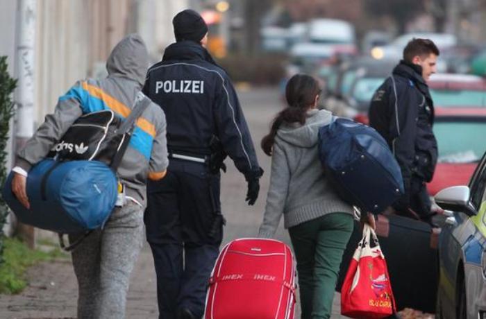 Bu il Almaniyadan deportasiya olunan 6 azərbaycanlı özünə xəsarət yetirib