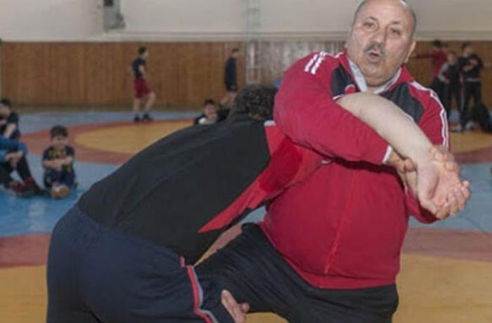 Türkiyə Millisinin məşqçisi koronavirusdan öldü