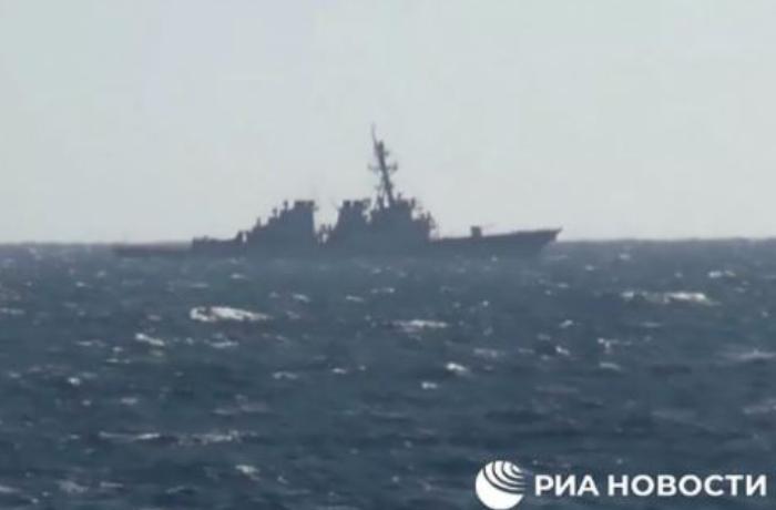ABŞ gəmisi Rusiyanın su sərhədini belə pozdu – VİDEO