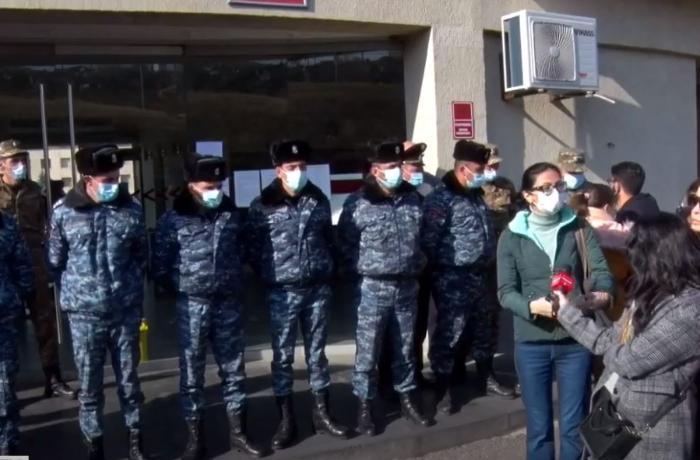 Ermənistan MN qarşısında etiraz aksiyası – Yüzlərlə itkin barədə məlumat tələb olunur