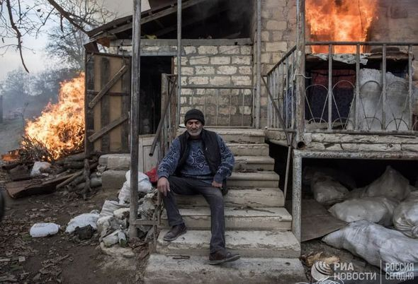 Armenians leave Lachin by burning houses - PHOTOS