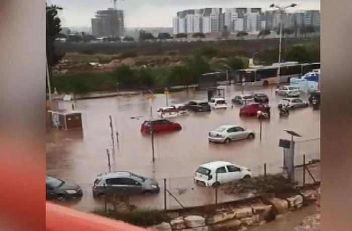 İsraildə daşqınlar səbəbindən onlarla insan evakuasiya edildi