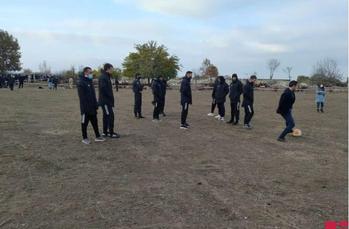"""""""Qarabağ"""" 27 ildən sonra Ağdamda simvolik futbol oynadı - FOTOLAR"""