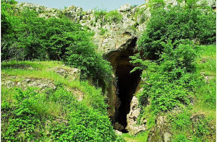 Azıx mağarasının yerləşdiyi  -