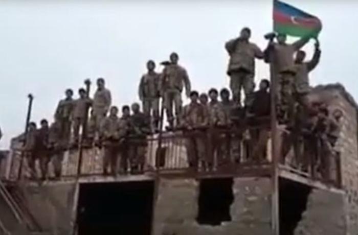 Азербайджанские военнослужащие исполнили Государственный гимн в Лачине - ВИДЕО