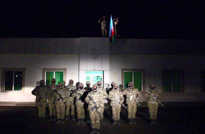 В освобожденном от оккупации Лачине поднят Азербайджанский флаг - ВИДЕО