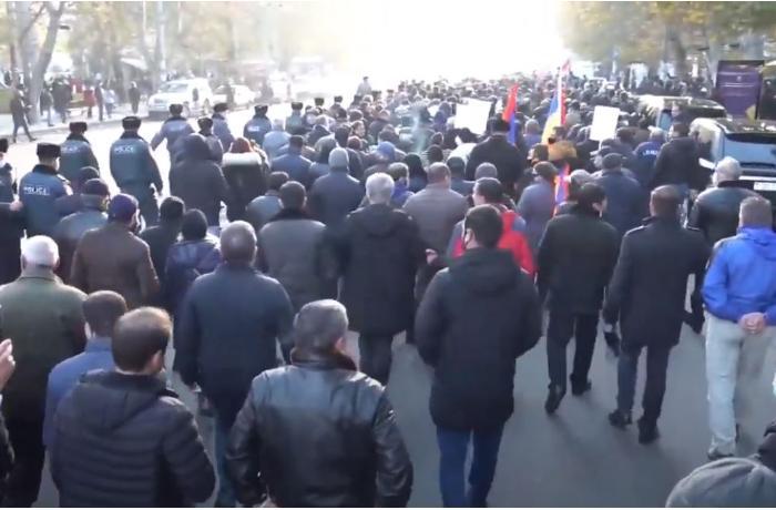 Ermənistanda müxalifətçilər İrəvan-Sevan yolunu bağladılar