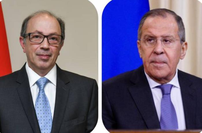 Lavrov Ermənistanın XİN başçısı ilə İrəvanda müzakirələrə başladı