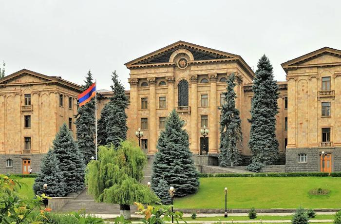 Ermənistan parlamenti 10 noyabr bəyanatını müzakirədən imtina etdi