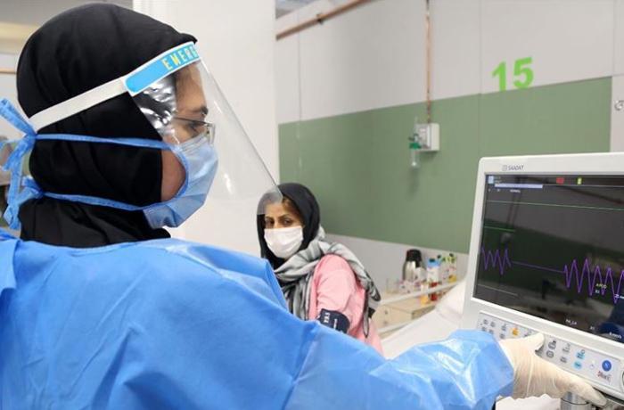 İranda son sutkada 400-dən çox insan COVID-19-dan öldü