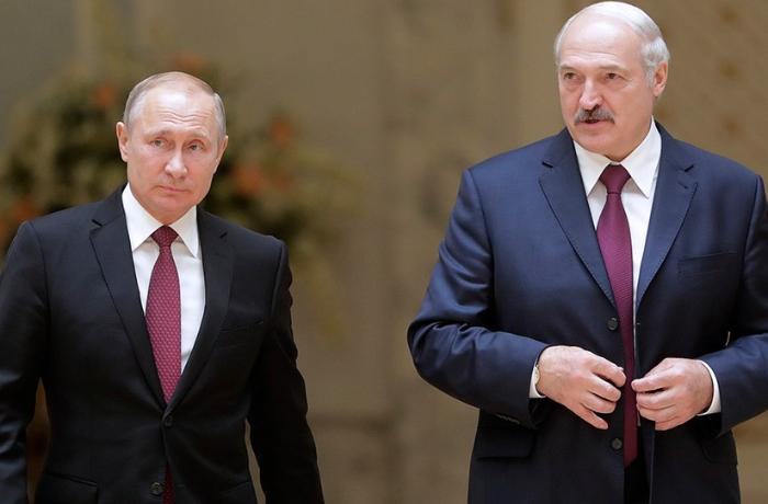 Putin discusses forming common defense space with Belarusian president