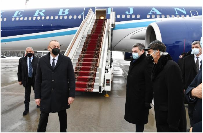 President Ilham Aliyev starts working visit to Russia