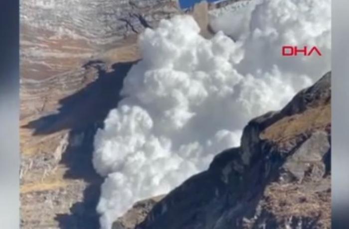 Himalay dağlarında qar uçqunu olub - VİDEO